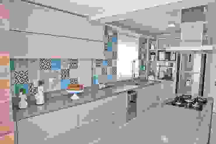 Moderne Küchen von Tumelero Arquitetas Associadas Modern