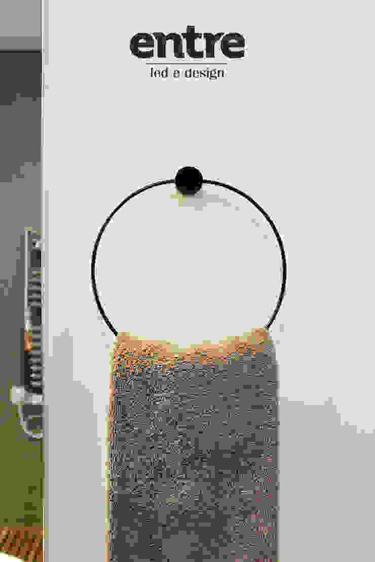 minimalist  by Entre Led e Design, Minimalist Metal