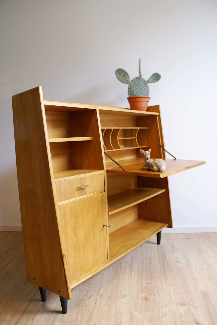 Vintage highboard uit de jaren 60. Retro dressoir/kast of evt secretaire van Flat sheep Scandinavisch Hout Hout