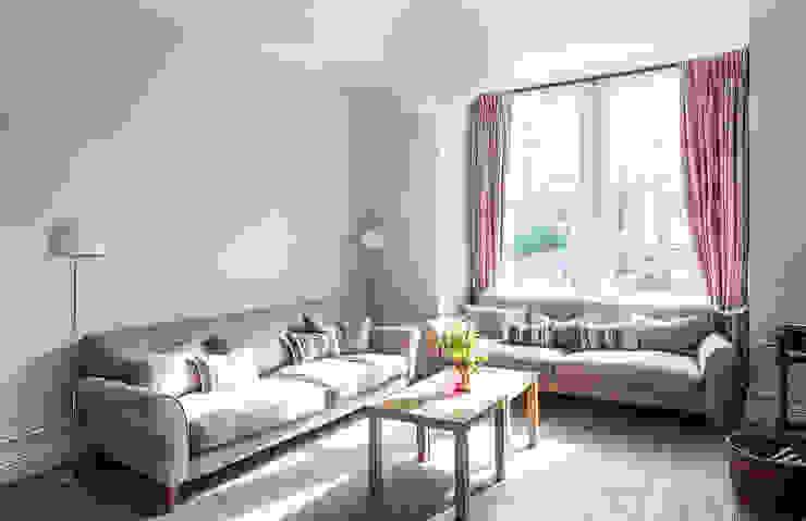 Putney Home Salon moderne par Grand Design London Ltd Moderne