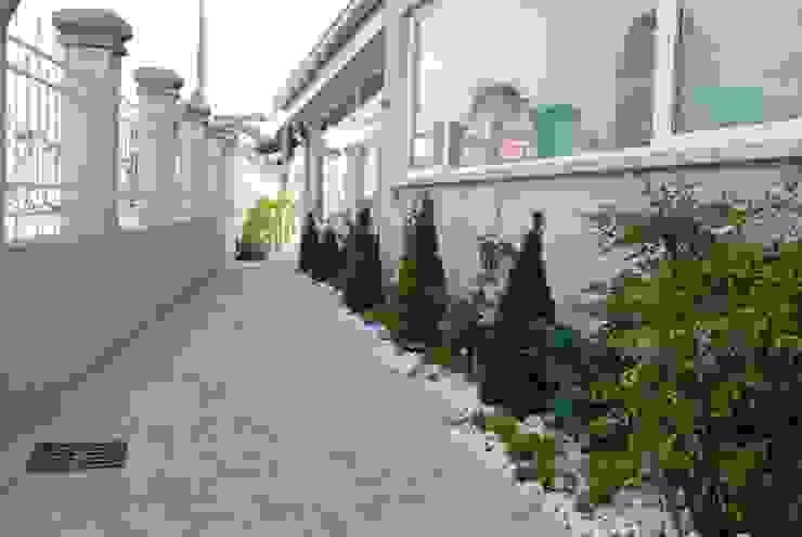 모던스타일 정원 by Lugo - Architettura del Paesaggio e Progettazione Giardini 모던