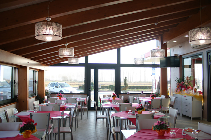 Modern dining room by PARIS PASCUCCI ARCHITETTI Modern