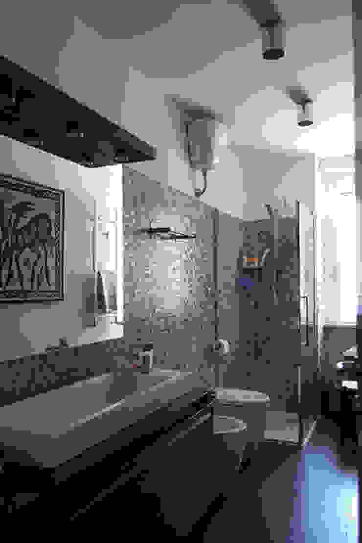 bagno Bagno moderno di PARIS PASCUCCI ARCHITETTI Moderno