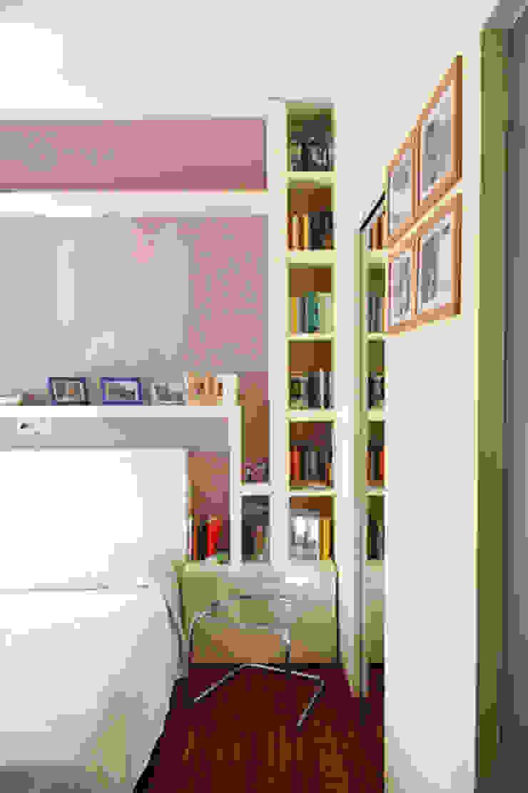 Modern style bedroom by PARIS PASCUCCI ARCHITETTI Modern