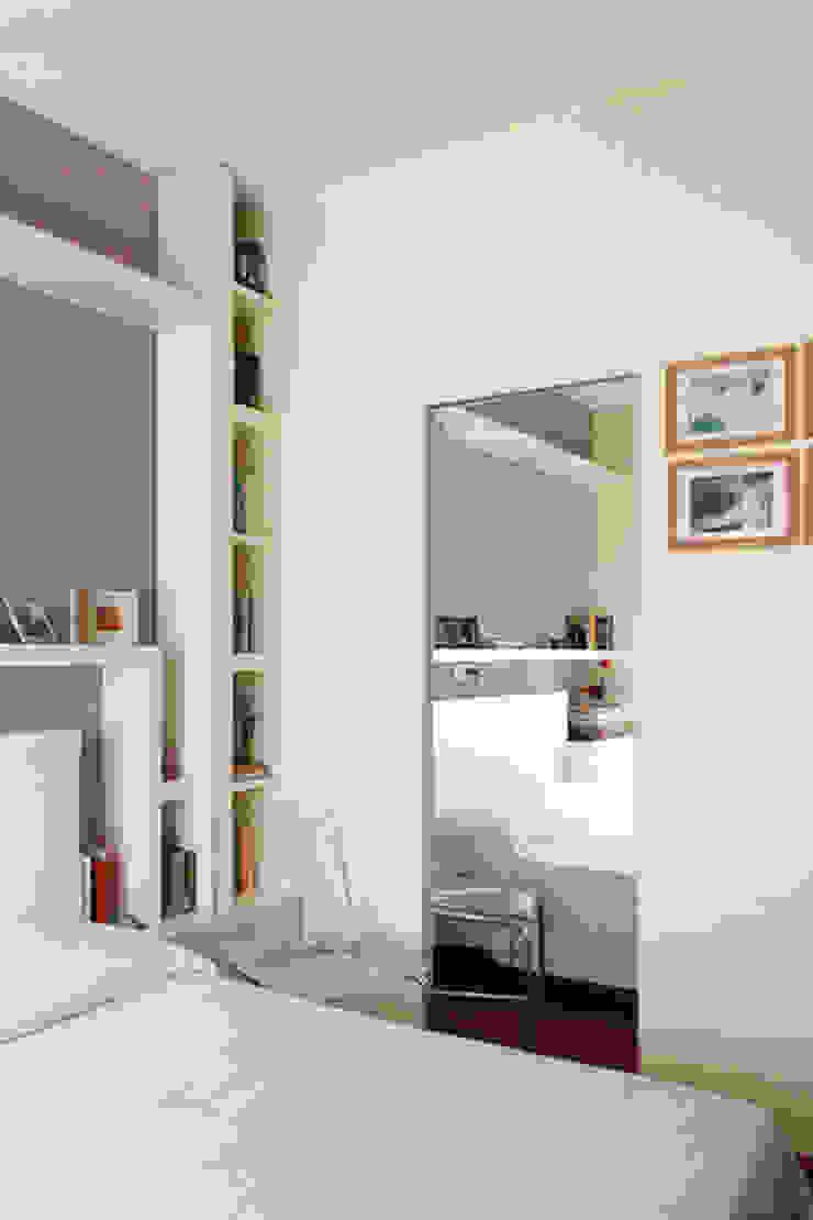 Camera matrimoniale Camera da letto moderna di PARIS PASCUCCI ARCHITETTI Moderno