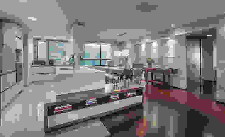 Cocina + comedor de Cristina Cortés Diseño y Decoración Moderno