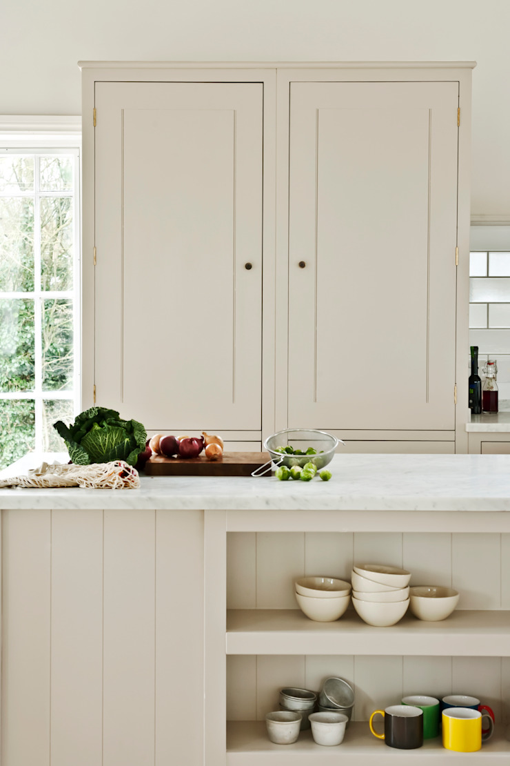 IP13 Kitchen by British Standard British Standard by Plain English Classic style kitchen Wood Grey