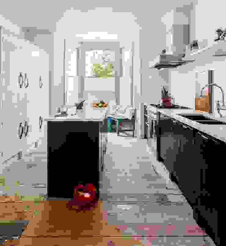 W12 Kitchen by British Standard British Standard by Plain English 廚房 木頭 Blue