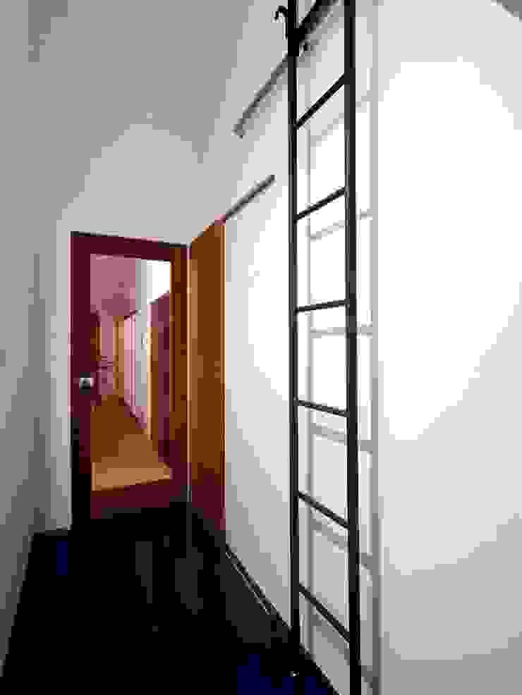 6th studio / 一級建築士事務所 スタジオロク Modern Corridor, Hallway and Staircase