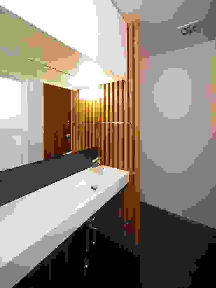6th studio / 一級建築士事務所 スタジオロク Modern Bathroom