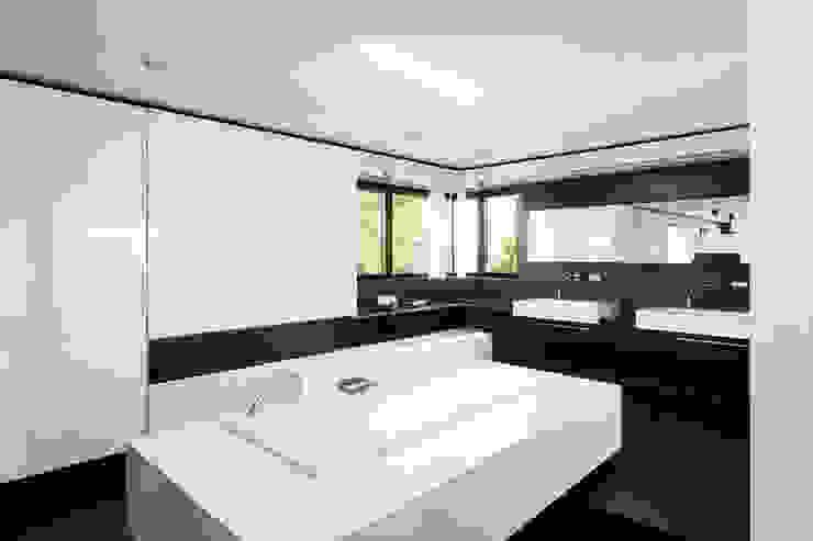 CASA MURANO Moderne Badezimmer von LEE+MIR Modern