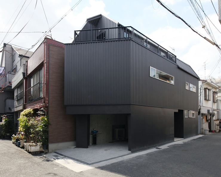 saikudani no ie 一級建築士事務所アトリエm Modern home Iron/Steel Black