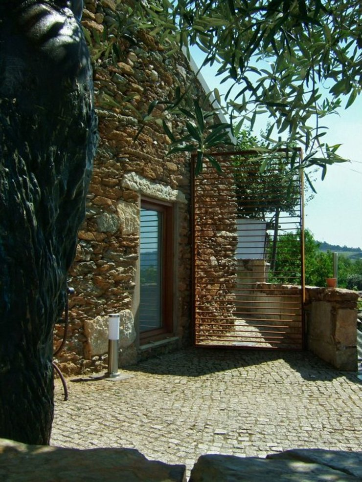Recuperação de Habitação | Casa do Monte - Caminha, Portugal por Ricardo Azevedo Arquitectos