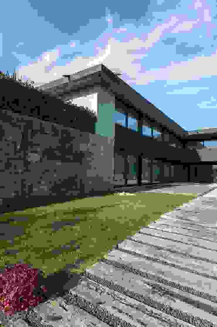 Casas em Palmeira – Santo Tirso, Portugal por Ricardo Azevedo Arquitectos