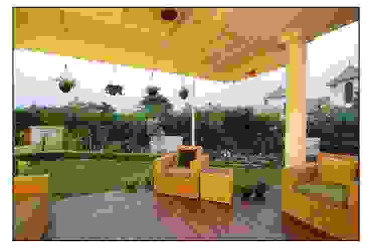 Navmiti Designs Jardines de estilo moderno
