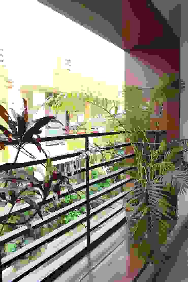 MR. NIMITBHAI DESAI RESIDENCE Rustic style balcony, veranda & terrace by INCEPT DESIGN SERVICES Rustic