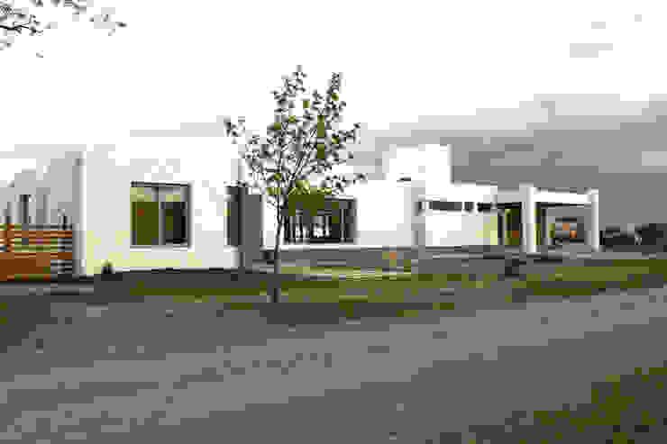 CASA BP Casas modernas: Ideas, imágenes y decoración de FORMA Arquitectura & Diseño Moderno