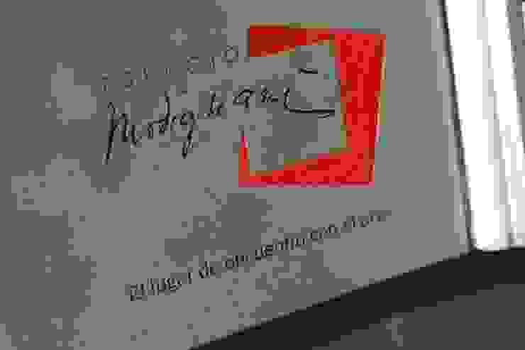 EDIFICIO MODIGLIANI Casas modernas: Ideas, imágenes y decoración de sm arquitectura Moderno