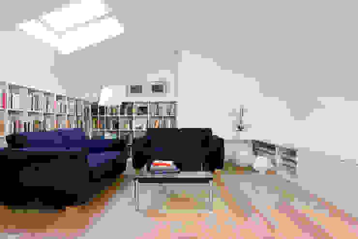 Casa IB Studio moderno di MYOSTUDIO Moderno Legno Effetto legno
