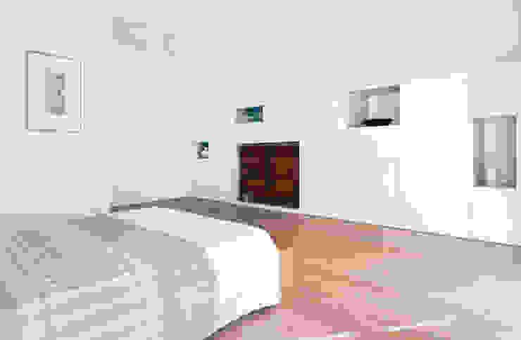 Casa IB Camera da letto moderna di MYOSTUDIO Moderno Legno Effetto legno