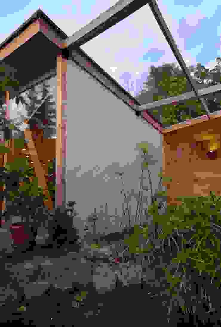 Moderne balkons, veranda's en terrassen van PhilippeGameArquitectos Modern Hout Hout