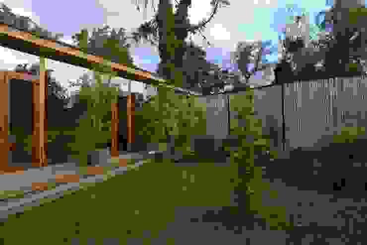 Biological Medical Center Garden and Gallery homify Jardines de estilo moderno