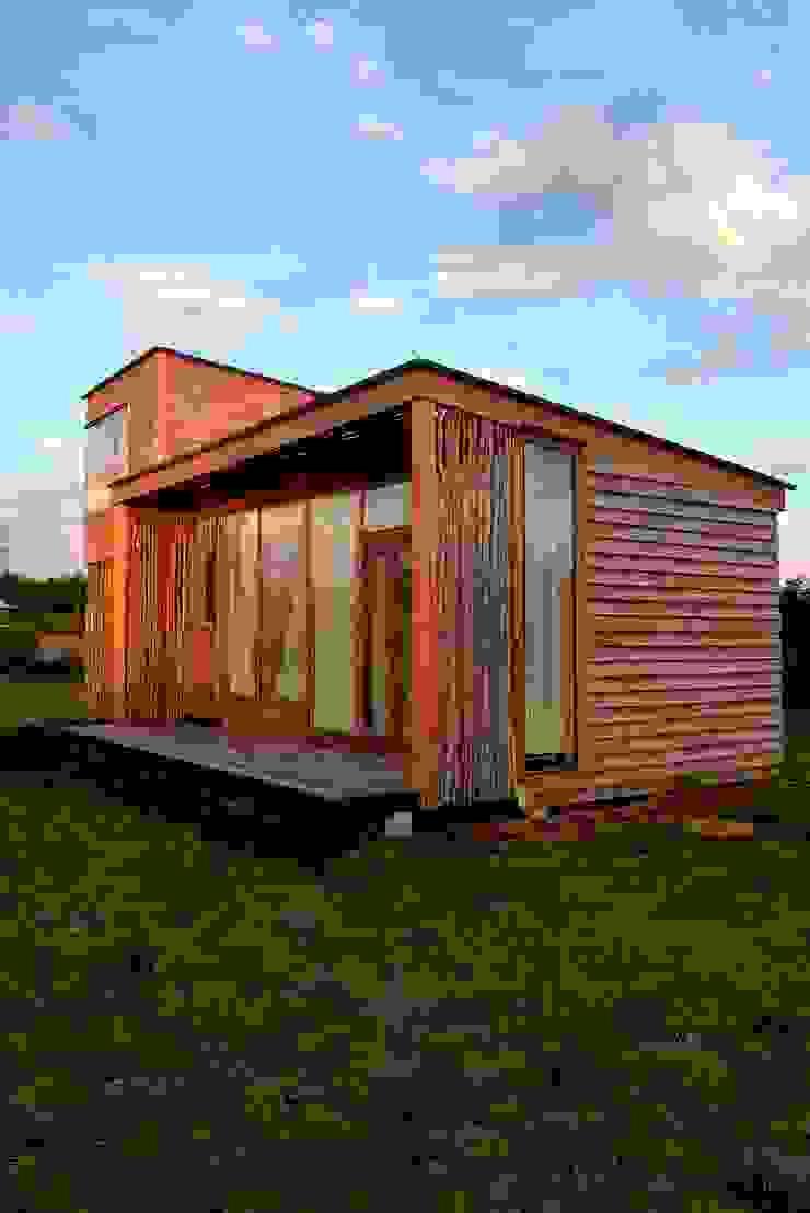 Frente de la Casa Casas modernas de PhilippeGameArquitectos Moderno Madera Acabado en madera