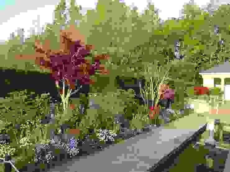 Nowoczesny ogród od Bloom Field Nowoczesny