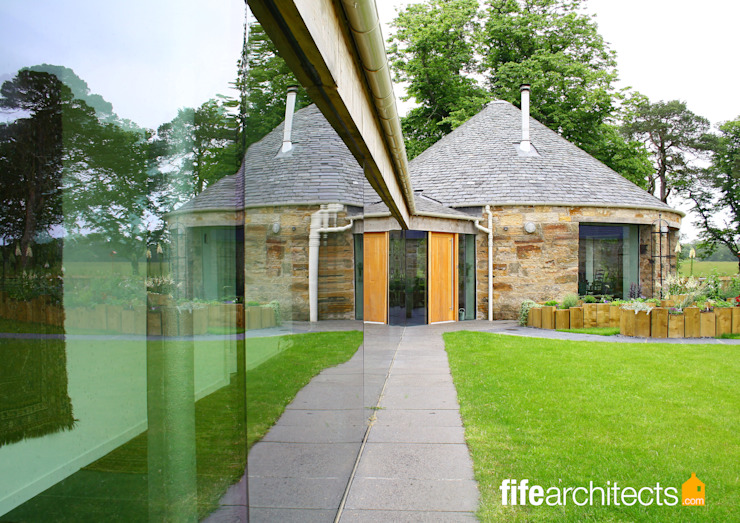 Glass corridor Mill Conversion Casas estilo moderno: ideas, arquitectura e imágenes de Fife Architects Moderno