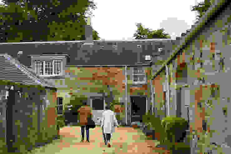 Mill Conversion Casas estilo moderno: ideas, arquitectura e imágenes de Fife Architects Moderno