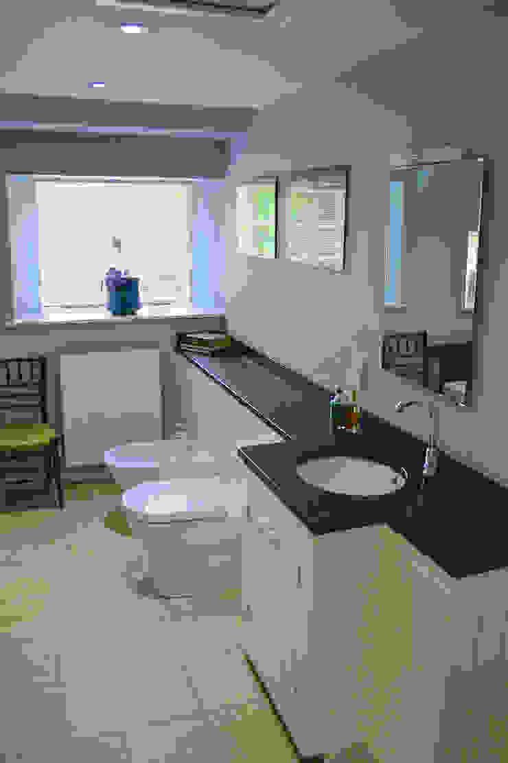 Mill Conversion Baños de estilo moderno de Fife Architects Moderno