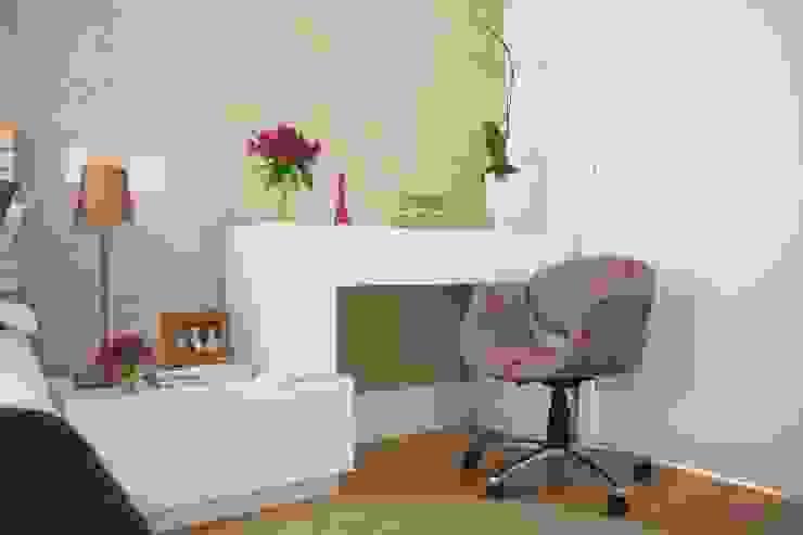 Camera da letto moderna di Liliana Zenaro Interiores Moderno MDF