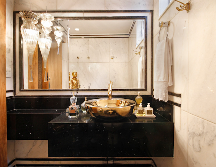Bathroom by Jacqueline Ortega Design de Ambientes