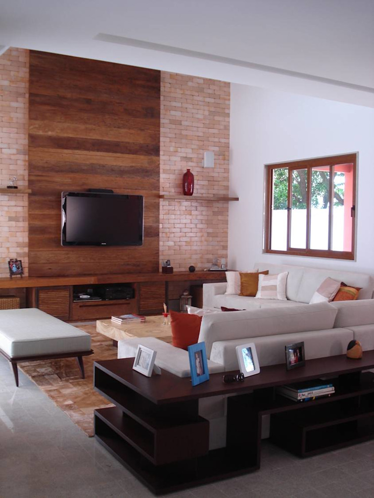 Tropical style living room by GEA Arquitetura Tropical