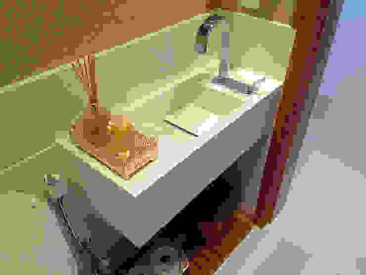 Modern bathroom by GEA Arquitetura Modern