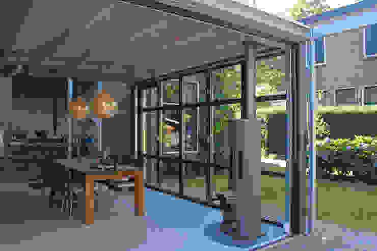 GLAZEN AANBOUW MET 'INDUSTRIAL LOOK':  Serre door ID-Architectuur, Industrieel IJzer / Staal
