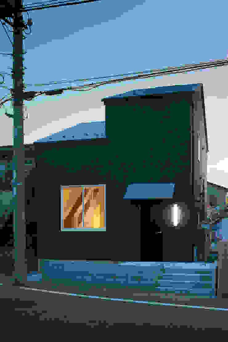 小さな戸建て住宅 鳩ケ谷の家 House in hatogaya モダンな 家 の 平野崇建築設計事務所 TAKASHI HIRANO ARCHITECTS モダン 木 木目調