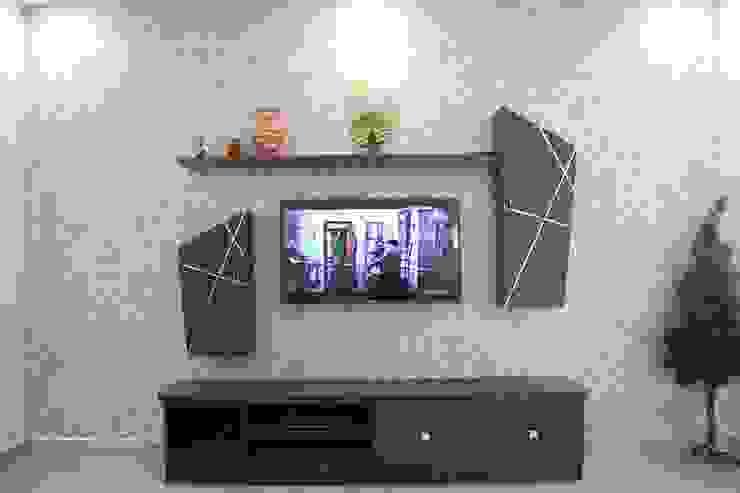 BhubanaGreenTVUnit: classic  by Uniheights Interio PVT LTD,Classic