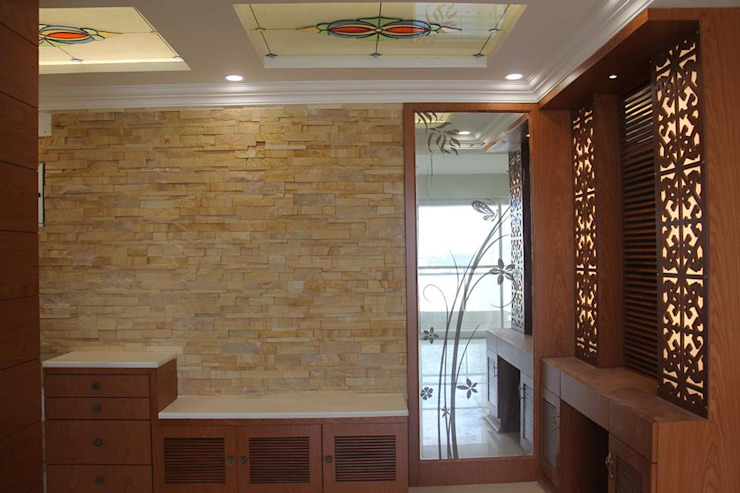 SNNRajLakeViewFoyerEntrance: classic  by Uniheights Interio PVT LTD,Classic