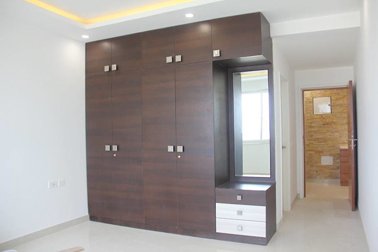 SNNRajLakeViewWardrobe: classic  by Uniheights Interio PVT LTD,Classic
