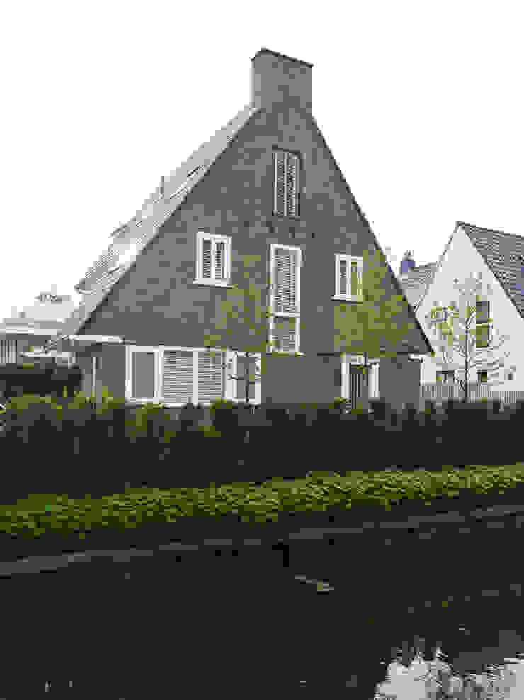 Monument aan de waterkant – vergunningsvrije uitbreiding Moderne huizen van ENZO architectuur & interieur Modern Stenen