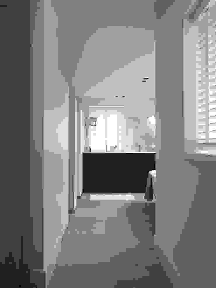 Monument aan de waterkant – vergunningsvrije uitbreiding Moderne badkamers van ENZO architectuur & interieur Modern