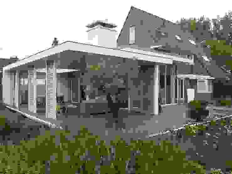 Monument aan de waterkant - vergunningsvrije uitbreiding Moderne balkons, veranda's en terrassen van ENZO architectuur & interieur Modern