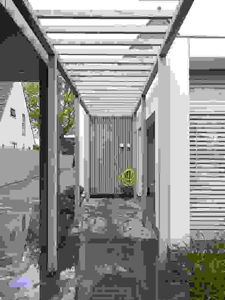 Monument aan de waterkant – vergunningsvrije uitbreiding Moderne garage van ENZO architectuur & interieur Modern