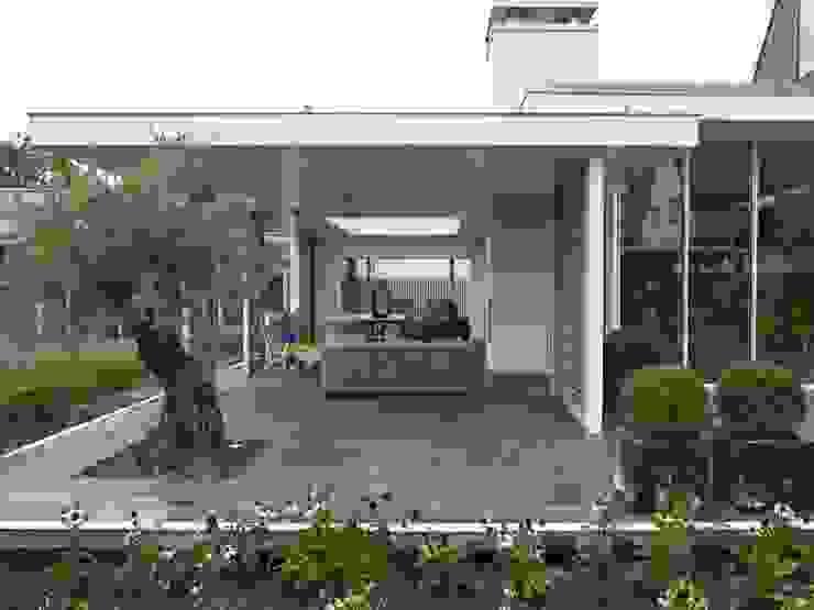 Monument aan de waterkant – vergunningsvrije uitbreiding Moderne balkons, veranda's en terrassen van ENZO architectuur & interieur Modern