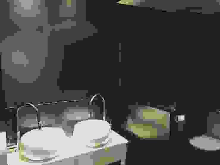 Eclectic style bathroom by EKIDAZU Eclectic