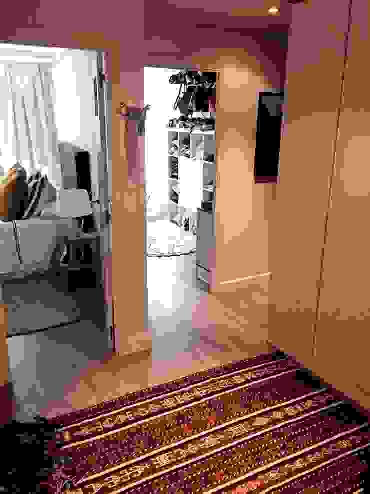 Eclectic style corridor, hallway & stairs by EKIDAZU Eclectic