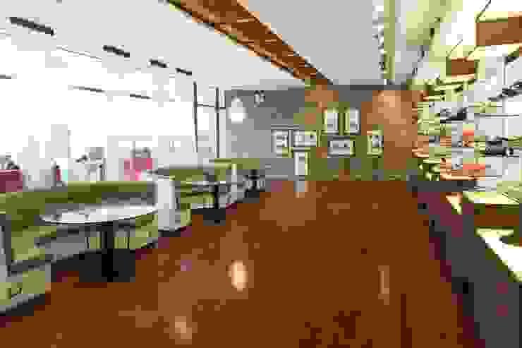 by Oneto/Sousa Arquitectura Interior Modern