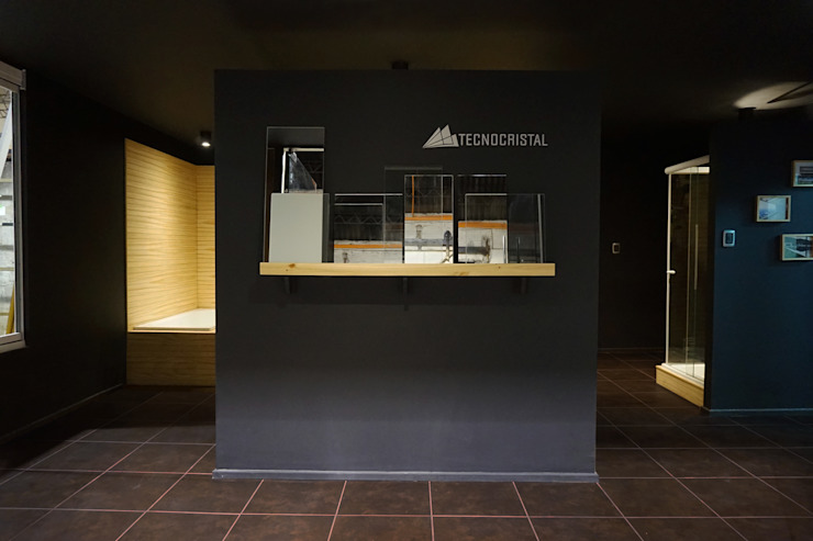 Showroom Cristales de KRAUSE CHAVARRI Moderno Madera Acabado en madera