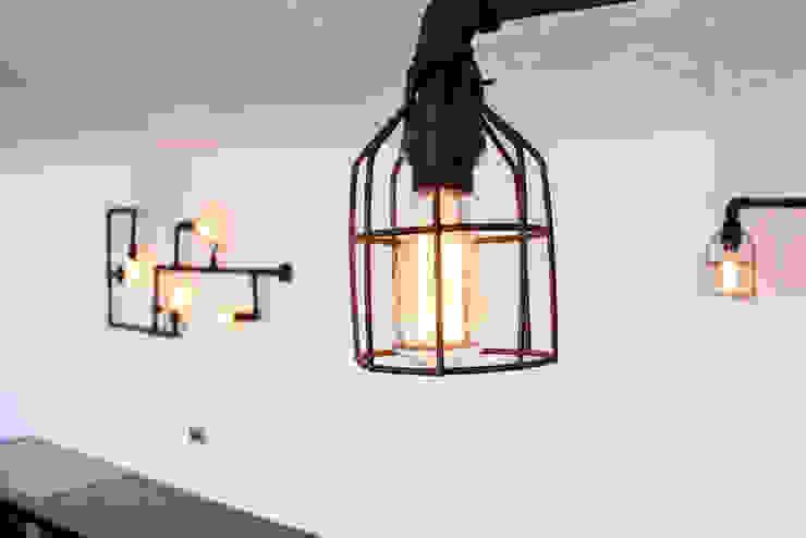 Iluminación Industrial Balcones y terrazas de estilo industrial de D.I. Pilar Román Industrial